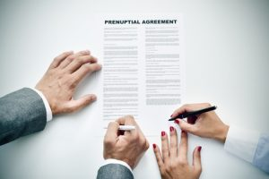 couple-signing-prenuptial-agreement