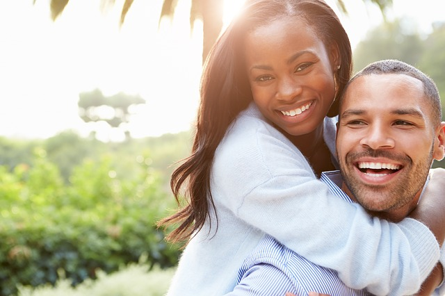 couple-smiling-common-law-marriage-difference